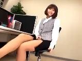 【アダルト動画】 【アダルト動画】ノーパン下着ストッキングの勤務先レディが顔面騎乗&足コキ
