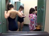 【エロ動画】 【アダルト動画】【着替え覗き見ムービー】スイミングスクールの脱衣所でJS幼女たちの幼い裸体を覗く★★★※幼いコン歓喜♪♪♪