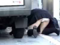【エッチ動画】 【アダルト動画】【モロパン覗き見ムービー】車体の下に落とした携帯を取るユニフォームユニフォームぎゃると自転車倒したミニスカぎゃるのハプニング映像★★★