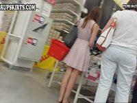 【アダルト動画】 【アダルト動画】買い物中のスマートでセクシーな脚な白人美女を狙い撃ち!!!こっそり近付きミニスカ逆さ撮りはみパン隠し撮り!!!