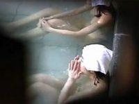 【エロ動画】 【アダルト動画】【浴室覗き見movie】山奥の露天浴室で張りのあるおわん型ボインの美女ねえさん達を見つけた☆☆☆