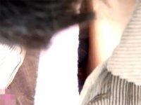 【エッチ動画】 【アダルト動画】【胸チラ盗撮動画】携帯に夢中で無防備な胸元から乳輪&乳首を隠し撮りされてしまった素人たちww