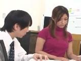 【無料エロ動画】 【アダルト動画】同僚の巨乳にエレクトしちゃった男性スタッフ