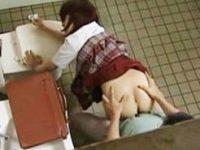 【H動画】 【アダルト動画】【女子高生 ロリ動画】お願いはなんだって聞いちゃう淫乱女子校生が公園のトイレで教師の性欲処理!!&#311相互オーラルセックス;のおまんこは先生専用。