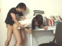 【エッチ動画】 【アダルト動画】【JC ロリ動画】親にバレちゃうよぉ!ちっぱいつるぺたの黒髪ツインテールの中学生に見える&#235相互オーラルセックス;女が家で家庭教師に幼いマンコを犯される!