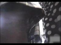 【エッチ動画】 【アダルト動画】満員列車内♪ユニフォーム姿の女子高生に近付き、逆さ撮りでめんこいモロパンを盗み見♪