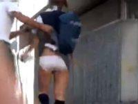【エッチ動画】 【アダルト動画】【悪ふざけ隠撮ムービー】街中でユニフォーム女子高生がいきなりスカートを捲り上げられパニックになる☆☆☆