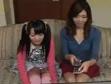 【H動画】 【アダルト動画】えっちは教えと称して母子にアダルトビデオを見せるはずが素っぱだか男性が現れて・・・
