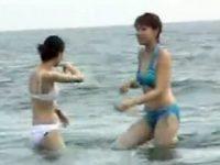 【アダルト動画】 【アダルト動画】【ビーチ隠撮movie】ハプニング続出!!ビキニスイムスーツのシロウト今時ギャルの乳ポロリータ。。。