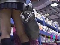 【エッチ動画】 【アダルト動画】ゲーセンで、本屋で、駅で♪こっそり忍ばせた盗み見カメラでリアル女子高生のモロパンを激写w