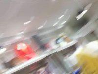 【エッチ動画】 【アダルト動画】丁寧に接客してくれる小町娘 SHOPSHOP店員さんに近寄って胸チラ隠し撮りする極悪隠し撮り師!!!