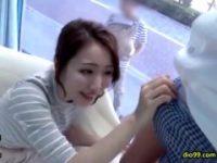 【H動画】 【アダルト動画】【マジックミラー号】既婚男性さんと赤ちゃんが外にいるのにポルノムービー汁男優のちんここと触れ合う小町娘 母さん