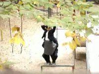 【無料エロ動画】 【アダルト動画】人気のない公園でイチャつく通学服姿の高校生カップルを盗み見w