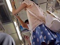 【アダルト動画】 【アダルト動画】列車内で可愛らしいスカートを履いた美今時ギャルを発見したのでカメラでチャンスを伺ってモロパン逆さ撮り★
