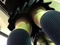 【アダルト動画】 【アダルト動画】母さんと一緒にスーパーで買い物している学生の後を付けて執念のはみパン接写!!!