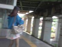 【無料エロ動画】 【アダルト動画】女子力高めのフレアスカートを履いた神カワ姉さんを狙ってモロパン逆さ撮り覗き見。