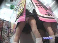 【アダルト動画】 【アダルト動画】まさに絶景!!!プリクラ機に仕掛けた覗き見カメラで現役学生のモロパンを連続取材w