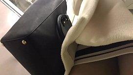 【エロ動画】 【アダルト動画】超タイトスカートを履いてる美女姉さんをストーカーして執念のパンモロ逆さ撮り☆